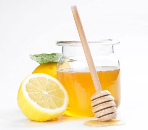 Có thể cho trẻ uống nước chanh ấm mật ong nếu trẻ bị nhẹ