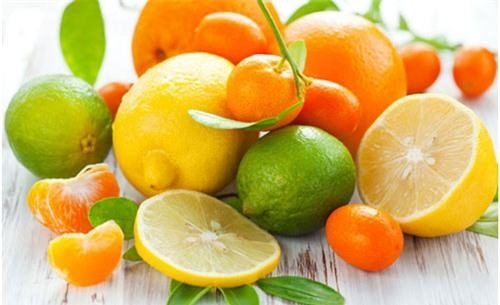 Người bệnh đau dạ dày có thể ăn bơ nhưng nên kiêng các loại quả chua như cam, chanh...
