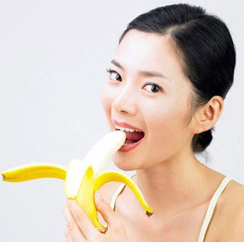 Ăn chuối khi đã ăn no, không ăn khi đói vì có thể dẫn đến tình trạng đau dạ dày