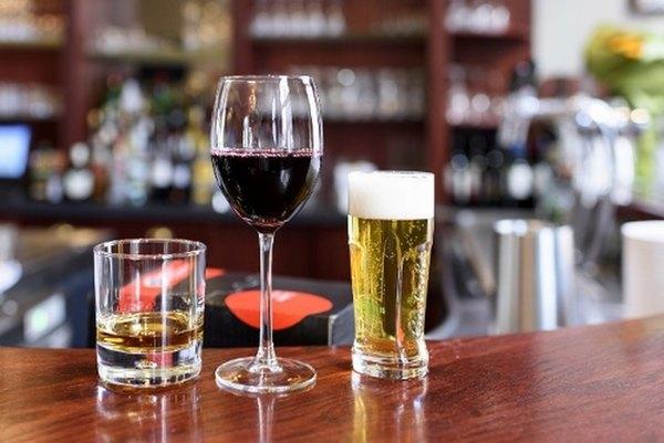 Người bệnh ung thư bàng quang nên hạn chế tối đa việc sử dụng các chất kích thích không tốt cho sức khỏe của con người như: rượu, bia, thuốc lá, đồ uống có ga…