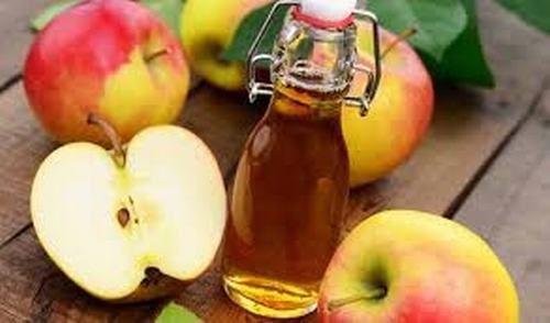 Để giảm thiểu các triệu chứng của ngộ độc thực phẩm bạn có thể sử dụng giấm táo.