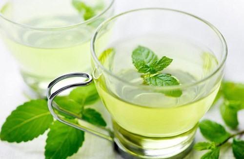 Khi bị ngộ độc thực phẩm bạn cũng có thể uống trà bạc hà sẽ giúp thư giãn các dây thần kinh