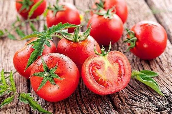 Bổ sung thực phẩm tốt cho khớp gối như cà chua, các loại trái cây