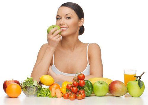 Ăn trái cây giúp bổ sung lượng vitamin C cho cơ thể. Thành phần vitamin C từ trái cây có tác dụng làm lành các vết loét ở ruột và làm êm dịu ruột.
