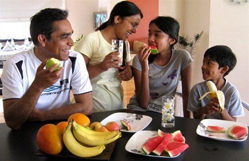 Nguy cơ mắc bệnh từ việc ăn hoa quả sau bữa ăn