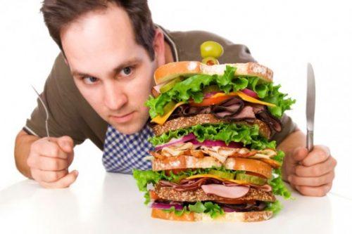 Việc ăn các loại thực phẩm không được đưa vào nấu chung hoặc ăn cùng lúc là một nguyên nhân gây bệnh tiêu hóa kém.