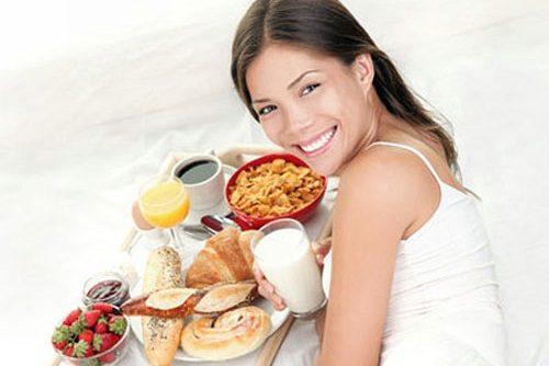 Để đảm bảo cơ thể khỏe mạnh cần ăn uống đảm bảo đầy đủ dinh dưỡng
