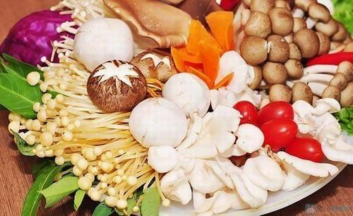 Người bệnh ung thư dạ dày nên thường xuyên ăn nấm sẽ giúp tăng cường sức khỏe, cải thiện bệnh.