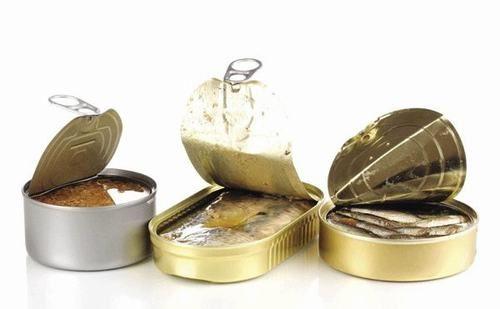 Những thực phẩm đóng hộp như thịt đóng hộp chứa nhiều chất bảo quản.