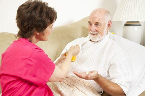 Cần nghỉ ngơi và ăn uống đúng cách theo chỉ định của bác sĩ để cải thiện nhanh chóng tình trạng sức khỏe