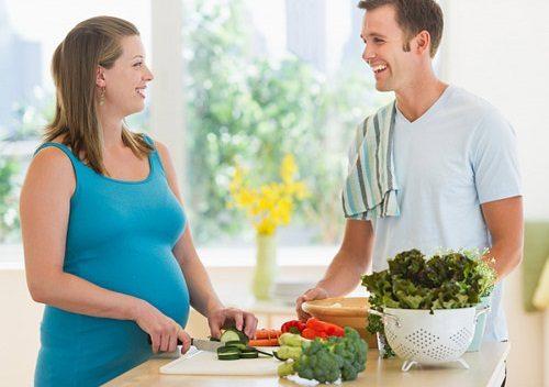 Các bà bầu nên tăng cường chất xơ từ các loại thực phẩm như rau xanh, củ quả...