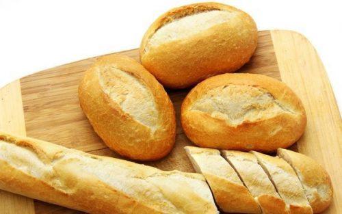 Bánh mỳ là thức ăn mà người bị bán tắc ruột nên ăn