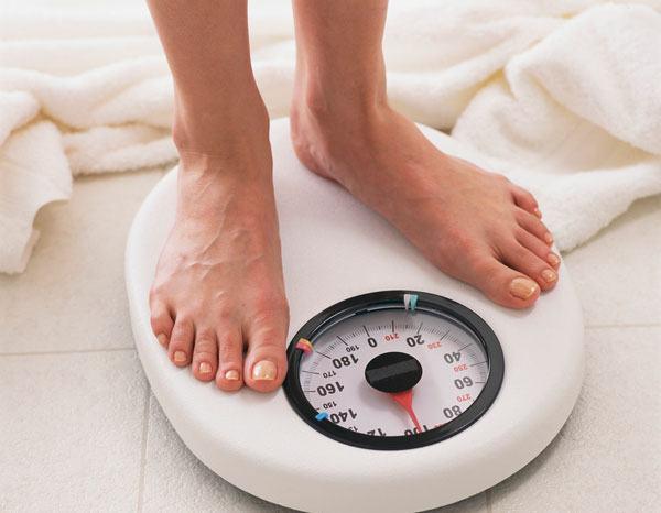 Cần duy trì cân nặng ổn định để tránh tạo gánh nặng cho xương khớp dễ mắc bệnh