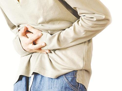 Người bệnh có thể bị đau bụng hoặc buồn nôn khi mắc bệnh Crohn