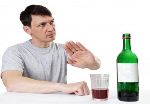 Rượu bia và các loại đồ uống chứa cồn gây ta các triệu chứng rối loạn tiêu hóa hay viêm đại tràng, loét dạ dày…