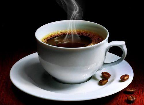 Những thực phẩm có chất kích thích thần kinh như cà phê, sôcôla, trà... đều phải kiêng.