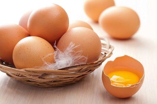 Không nên ăn các thực phẩm như: Trứng, sữa, nem rán, đậu đen, hành sống... vì các loại thực phẩm này gây đầy hơi, trướng bụng.