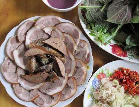 Thịt chó, thịt bò, thịt trâu, thịt dê, phủ tạng động vật... người bị viêm đại tràng nên hạn chế ăn