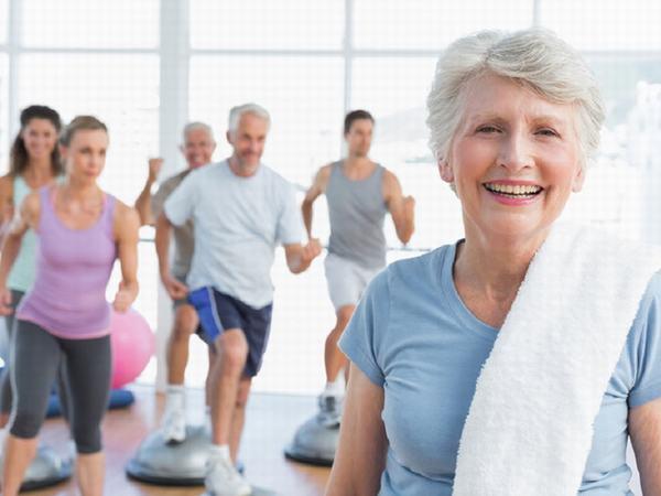 Để phòng loãng xương, chị em nên chú ý tăng cường vận động