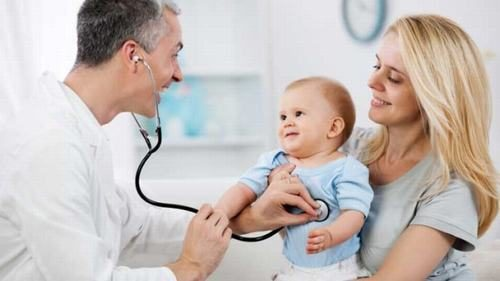 Tùy vào độ tuổi và tình trạng bệnh của từng bé mà bác sĩ sẽ tư vấn phương pháp chữa trị phù hợp