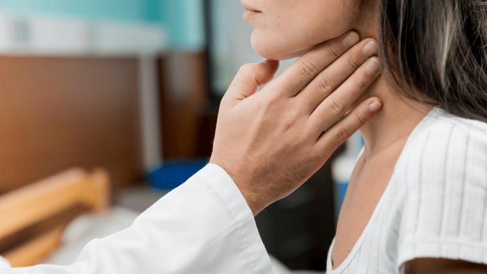 Bệnh quai bị do virus quai bị gây ra và lây nhiễm qua đường hô hấp