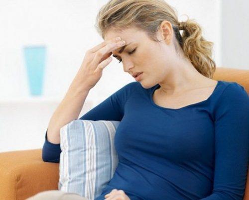 Tình trạng loạn khuẩn đường tiêu hóa cũng gây khó tiêu đầy bụng do thức ăn bị ứ đọng, lên men và sinh hơi.