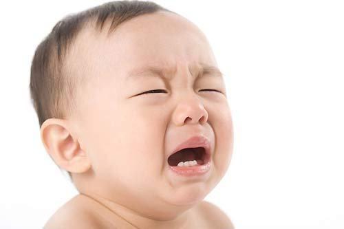 Tình trạng rối loạn tiêu hóa sẽ khiến trẻ có thể bị đau bụng, tiêu chảy... rất khó chịu