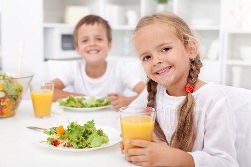 Cần bù nước và đảm bảo đầy đủ dinh dưỡng cho trẻ sẽ giúp cải thiện sớm tình trạng bệnh rối loạn tiêu hóa