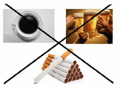 Sau phẫu thuật trĩ người bệnh cần kiêng thuốc lá, rượu bia, cà phê