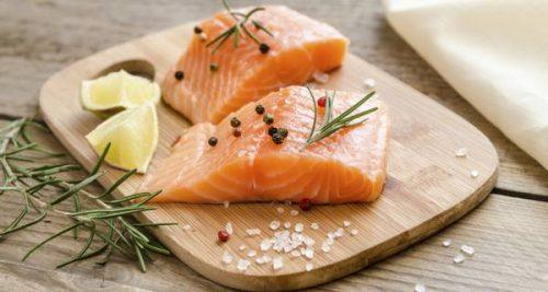 Các thực phẩm có nhiều carbohydrate bao gồm gạo, bột yến mạch, bột, mì ống…Các món ăn được chế biến từ cá cũng rất tốt trong nguyên tắc ăn uống cho người bị bệnh tiêu hóa kém. Người bị tiêu hóa kém nên ăn cá 3 lần/ tuần.