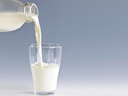 Người bị bệnh đường ruột nên tránh rượu, cà phê, thực phẩm chứa nhiều gia vị cay, chocolate, chanh, cam… Tránh dùng những thực phẩm bơ sữa, đặc biệt là từ sữa bò là một trong các mẹo chữa bệnh đường ruột. Đó là do chúng có thể làm trầm trọng thêm các triệu chứng bệnh do calcium và protein có trong sữa sẽ kích thích sản sinh axít tong da dày. Người bệnh cũng nên ăn uống điều độ và chia thành những bữa nhỏ.