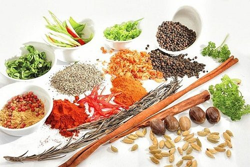 Cần tránh các thực phẩm cay nóng như tiêu, ớt... bởi chúng khiến tình trạng xuất huyết dạ dày nặng hơn