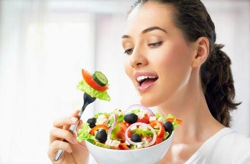 Duy trì chế độ dinh dưỡng lành mạnh, tăng cường rau xanh và hạn chế thịt đỏ làm giảm nguy cơ mắc bệnh gout