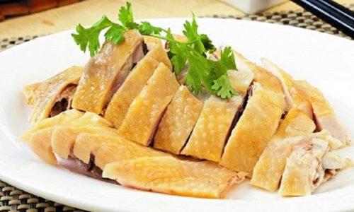 Các loại thức ăn giàu đạm (protein) như:Trứng gà, thịt gà, đậu nành, thịt bò, ngũ cốc... rất tốt cho người bị polyp dạ dày.
