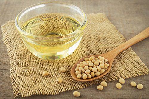 Người bị polyp đại tràng nên sử dụng những thực phẩm có hàm lượng chất béo thấp, có nguồn gốc từ thực vật như dầu mè, dầu đậu nành, dầu dừa...