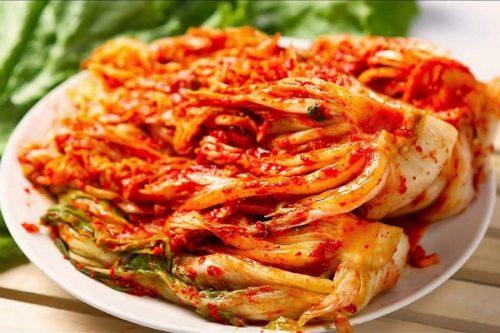 Người bị polyp đại tràng nên hạn chế ăn những thực phẩm có chứa nhiều gia vị như chua cay, có chất bảo quản.