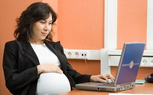 Chị em cần lựa chọn trang phục phù hợp và làm việc, nghỉ ngơi hợp lý để hỗ trợ chữa bệnh trào ngược dạ dày khi mang thai