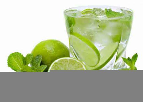 Chanh rất nhiều vitamin C giúp phòng ngừa táo bón hiệu quả.