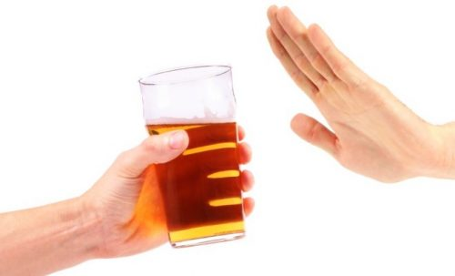 Cần tránh rượu bia và những đồ uống có ga khi bị tiêu chảy