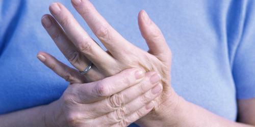 Bị tê ngón tay khám ở đâu là thắc mắc của khá nhiều người
