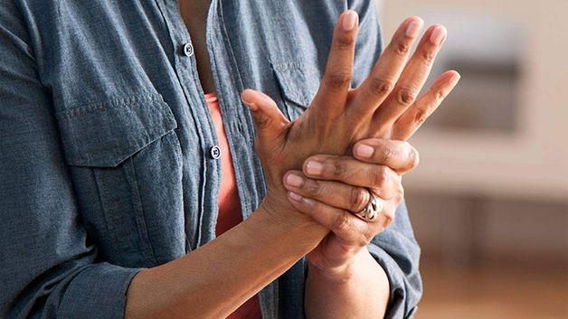 đau khớp tay