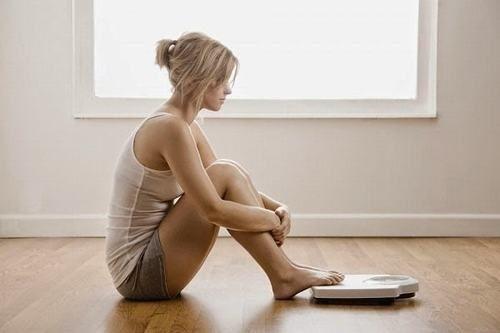 Khi bị ung thư thực quản người bệnh còn gặp phải triệu chứng sụt cân không rõ lý do