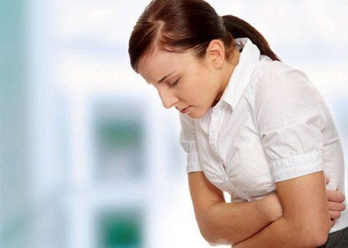 Biểu hiện của bệnh viêm loét dạ dày tá tràng là đau bụng vùng thượng vị, kèm theo căng thẳng, mệt mỏi, ợ chua