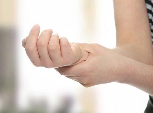 Bong gân lâu ngày không khỏi phải làm sao? BS tư vấn cách chữa nhanh