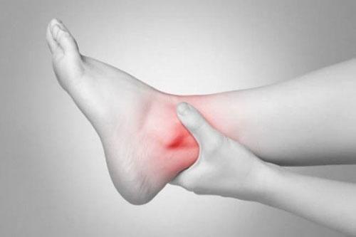 Trật khớp là sự di chuyển bất thường giữa các đầu xương làm cho các mặt khớp bị lệch lạc.