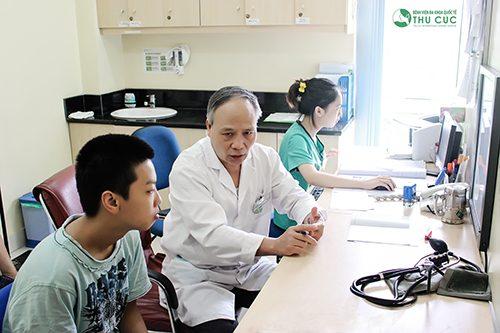 Khi đi khám, người bệnh sẽ được bác sĩ tư vấn cách phòng bệnh lây qua đường tiêu hóa