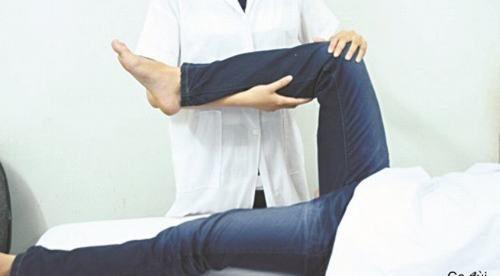 Bạn nên đến cơ sở chuyên khoa để được thăm khám và điều trị khi nghi ngờ mặc hoại tử chỏm xương đùi