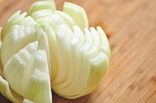 Hành tây là loại thực phẩm chứa nhiều quercetin giúp tiêu diệt vi khuẩn HP.