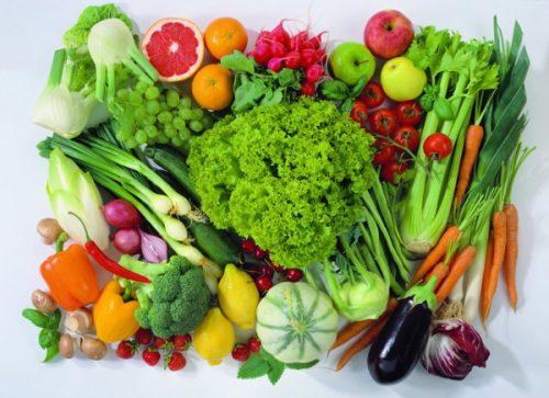 Ăn nhiều rau xanh, trái cây giúp bạn phòng tránh đầy hơi khó tiêu.