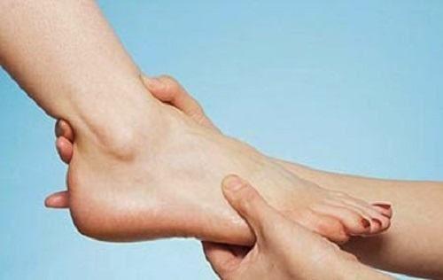Triệu chứng giãn dây chằng cổ chân dễ phát hiện
